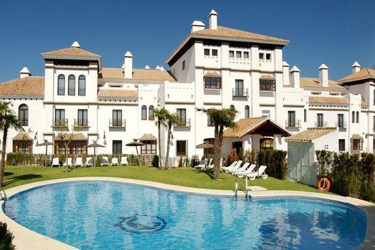 La costa de Huelva te espera este verano ¡7 noches en media pensión en el hotel Alegría El Cortijo de Matalascañas!