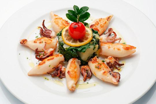 Disfruta de los sabores del mar en el Restaurante La Viña de Laredo ¡Almejas, chipirones, merluza y mucho más!