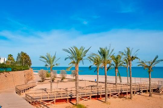 Disfruta de unas vacaciones en la playa con 4 o 7 noches con desayunos o media pensión en el hotel Simba en la Costa de Azahar