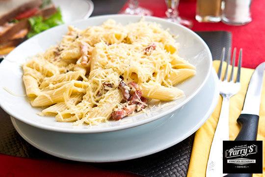 Sabroso menú de 3 platos + postre y bebida ¡junto a la Plaza Mayor!