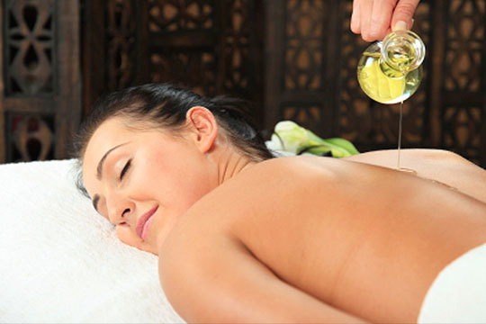 ¡Momentos para ti o para regalar! Masaje relajante con aceites esenciales en Relaja Te