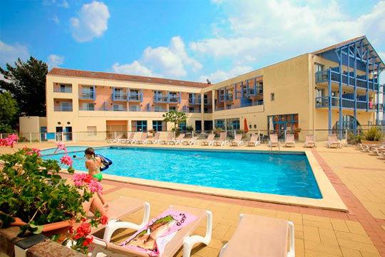 Disfruta de unas vacaciones en las Landas con 4 noches en apartamento en Odalys Residence du Port ¡Para 4 personas!