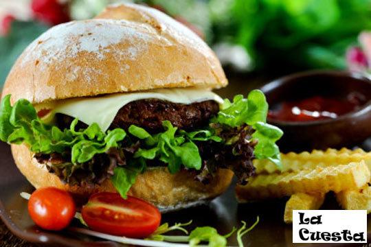Menú burger en La Cuesta de Sagüess ¡Vistas a la playa La Zurriola!