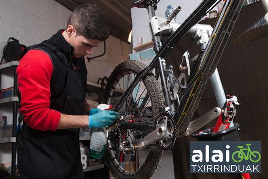 Pon tu bici a punto con una completa revisión de bicicleta, con ajustes y opción a engrases ¡Seguridad sobre la bici!