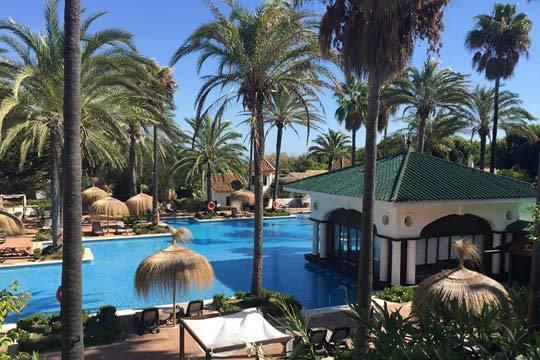 Semana de Pascua: Disfruta de las maravillas de Sotogrande durante 7 noches en hotel San Roque Suits 4* con régimen de media pensión o pensión completa ¡No te preocupes por nada!