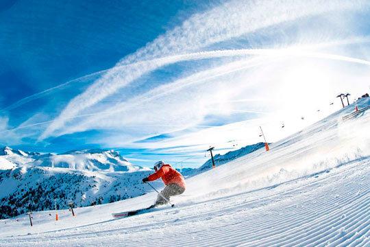 El 31 de diciembre la estación de esquí La Molina te espera para que disfrutes de tus deportes de invierno preferidos con 7 noches con desayuno + 6 días de forfait