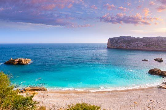 En Semana Santa desconecta en la costa de Alicante con 4 o 7 noches en régimen de Alojamiento y Desayuno o Media Pensión