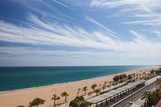 Este verano descansarás en la playa con 7 días en pensión completa en el hotel Sorra Dòr en primera línea de mar