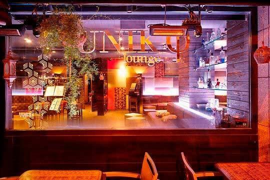 En el Unik Lounge de Leioa podrás degustar la exclusiva hamburguesa de buey de los Valles del Esla ¡Y podrás añadir una ensalada, postre y un cóctel!