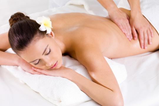 Cuida tu cuerpo con una bioexfoliación corporal con sales del mar Muerto y un masaje en el centro Mundo Sol