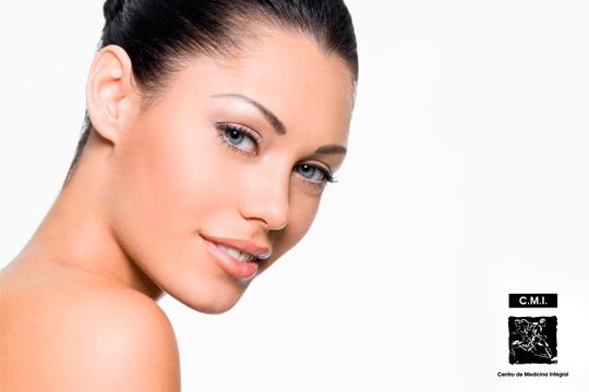 Tratamiento facial con efecto hidratante y reparador con vitamina C y colágeno + masaje facial oriental en Las Arenas