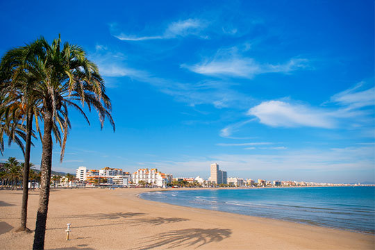 ¡Disfruta de Peñíscola y sus playas del 13 al 17 de abril! Te alojarás en un precioso estudio o apartamento para 4 personas