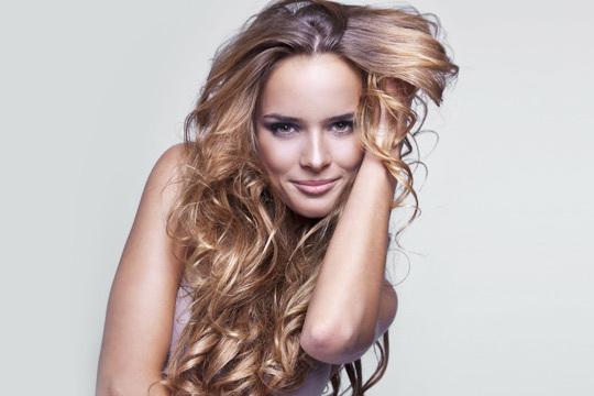 Dale un toque de color natural y muy favorecedor a tu pelo con las mechas Balayage o Californianas ¡La sesión de peluquería incluye además corte, tratamiento y peinado!