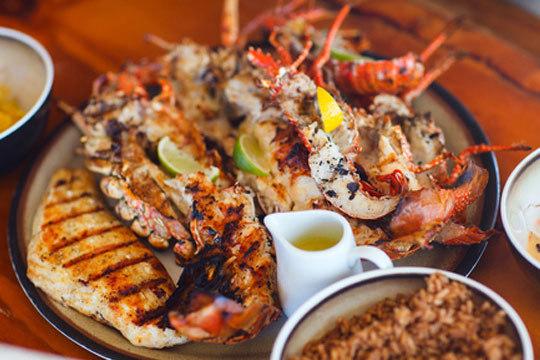 Degusta un exquisito menú con mariscada y entrecot o mariscada sin límites ¡Los mejores frutos del Cantábrico en tu plato!