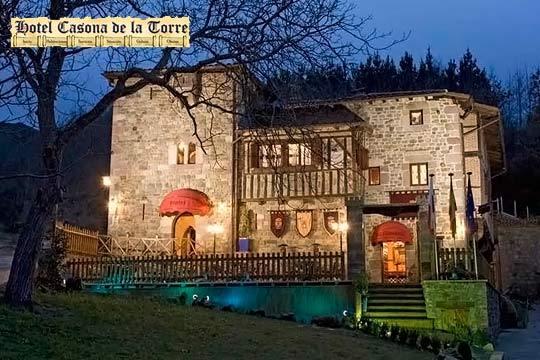 Noche en habitación con bañera de hidromasaje, desayuno y detalle de bienvenida en el medieval hotel Casona de la Torre en Cantabria ¡Escapada con encanto!