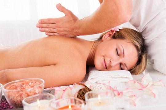 Relájate y recupera tu bienestar con 1 o 3 masajes de 45 minutos de duración en Bilbao Centro o Derio