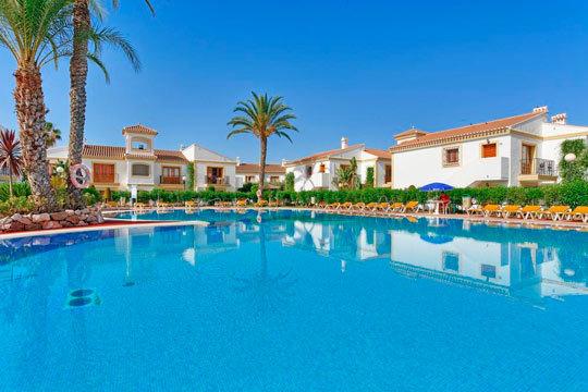 Disfruta de unas vacaciones al sol con 7 noches de alojamiento en régimen de media pensión en Vera, Almería ¡El descanso que te mereces!