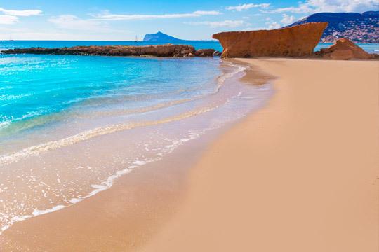 Disfruta de unas merecidas vacaciones en La Costa Blanca en el mes de agosto ¡Con alojamiento de 7 noches en el hotel Jorge I de El Campello en régimen de pensión completa!