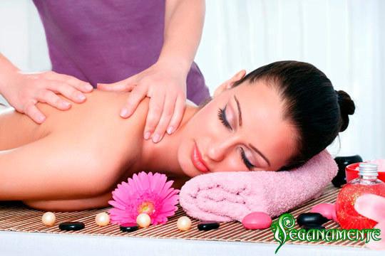 Relájate y ayuda a las dolencias provocadas por el estrés del día a día con un masaje para piernas cansadas o uno descontracturante ¡Te lo mereces!