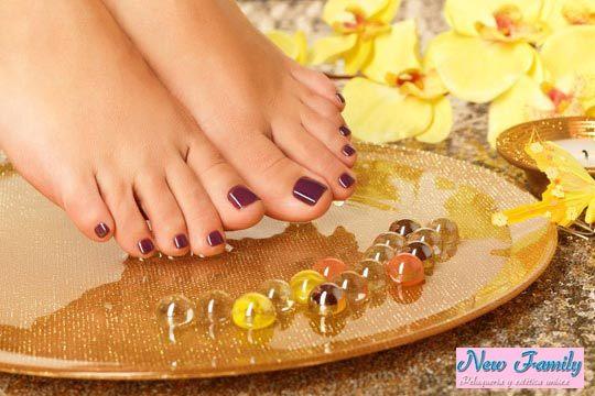 Disfruta de una sesión de belleza completa con una pedicura Spa con masaje, peeling, esmalte normal o semipermanente y opción de añadir peinado