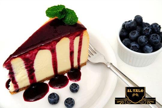 Elige tu sabor favorito con una tarta de 12 raciones en Pastelería El Talo Los Herrán ¡En estas Navidades solo los mejores productos en tu mesa!