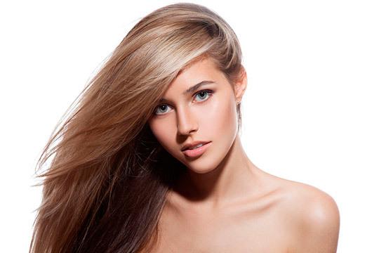 No temas a la humedad y luce un pelo liso y sedoso con un tratamiento de alisado con ácido hialurónico en Ocean Peluquería ¡Melena deslumbrante!