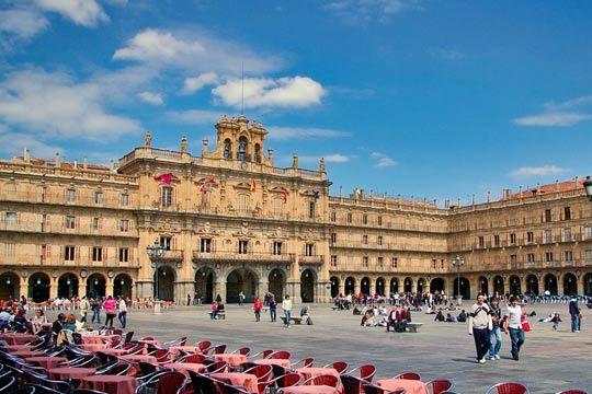 Descubre los rincones más bellos de Salamanca con una escapada de 1,  2 o 3 noches en el céntrico Gran Hotel Castellano Centro 3* ¡Incluye desayunos y detalle de bienvenida!