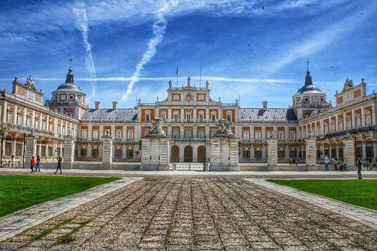 ¡Déjate seducir por la bellleza de Aranjuez, Patrimonio de la Humanidad! Disfrutarás de 4 noches de alojamiento en el Hotel Domus Selecta El Cocherón 1919****
