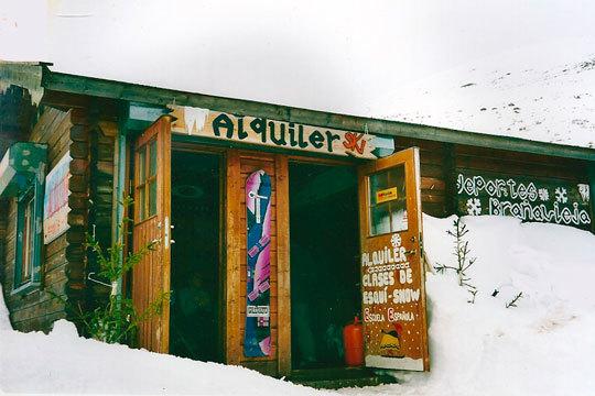 Alquiler de equipo de snowboard o esquí para una o dos personas en Alto Campoo ¡Disfruta de un día de nieve!