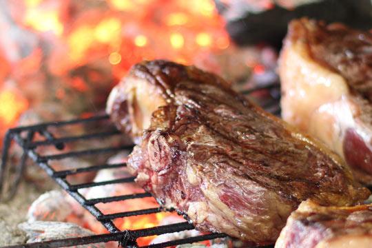 Menú a la brasa con entrantes, revuelto de carta, carne o pescado en el Restaurante La Brasería ¡Productos de mar y tierra!