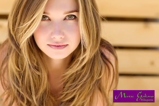 Luminosidad y viveza para tu cabello con una sesión con Lavado + hidratación + mechas Balayage + corte + peinado en la Peluquería Mertxe Galiano