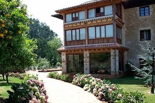 Disfruta de 1 o 2 noches con desayunos + Spa y cena en la Hostería El Pomar de Novales ¡Relájate en Cantabria!