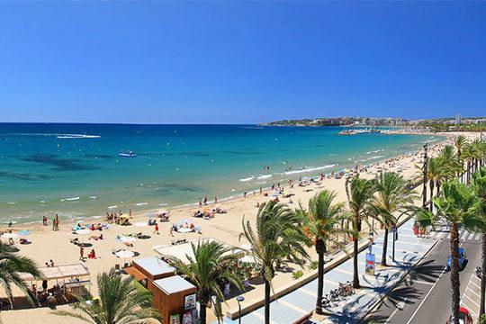 Del 13 al 17 de abril disfruta de la Costa Dorada con 4 noches con media pensión en el Aparthotel Almonsa Playa de Salou ¡Y un niño gratis!