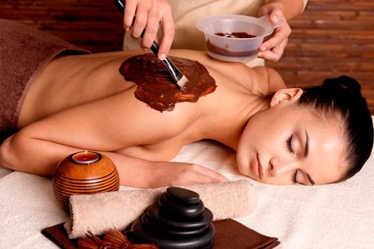 Sesión de belleza y relax en Novel Estética con un peeling corporal + envoltura de chocolate caliente; además si quieres puedes finalizar la sesión con un masaje relajante ¡Te encantará!