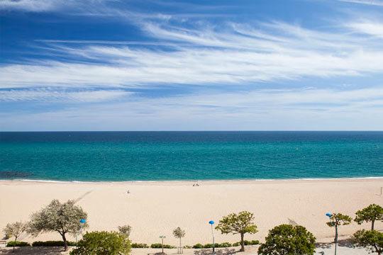 ¡Escapada junto a la Costa Brava! Disfruta de unas vacaciones en primera línea de playa y en régimen de Todo Incluido en el hotel Sorra d'Or