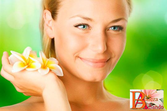 Elige entre 1 o 3 tratamientos faciales con peeling de albaricoque, extracción, Alta Frecuencia y Ácido Hialurónico en Abando Belleza ¡Limpia e hidrata tu rostro!
