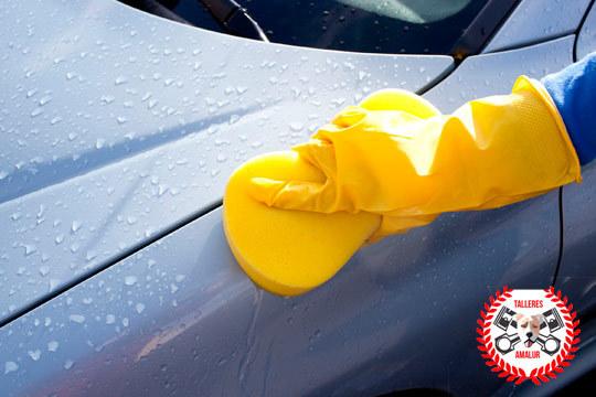 Deja tu coche como nuevo con un lavado exterior a mano en Talleres Amalur ¡Para un acabado perfecto añade pulido y lacado de faros delanteros!