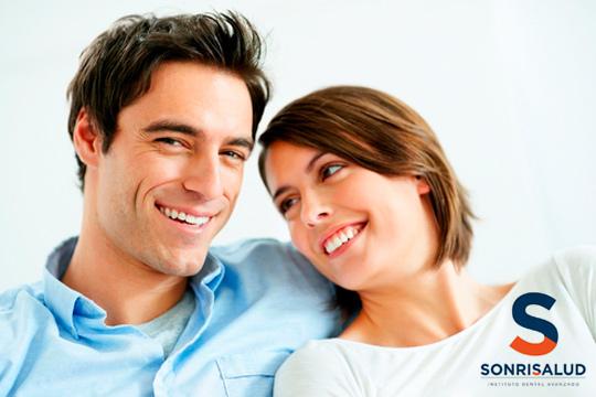 Completa limpieza bucal con aclarado de manchas en Sonrisalud ¡Tu sonrisa es algo muy serio!