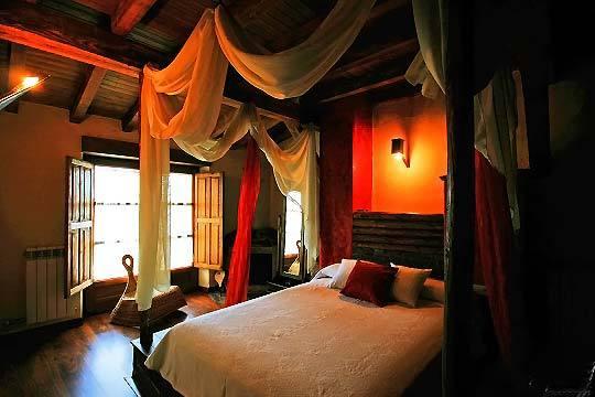 Disfruta de 1 o 2 noches + Spa privado en cueva termal + botella de cava en el complejo Orgullo Rural ¡Una escapada romántica a Salamanca!