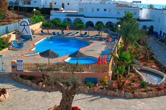 Descubre Mojácar en julio con 7 noches en un hotel de 3* y régimen de media pensión ¡La playa te espera!