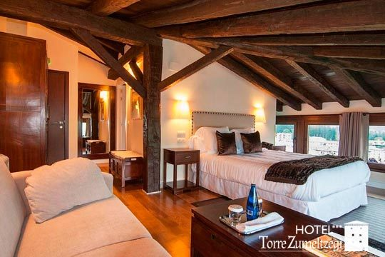 Noche con desayuno y opción a cena en el hotel Torre Zumeltzegi ¡Un destino con encanto en un entorno natural único!