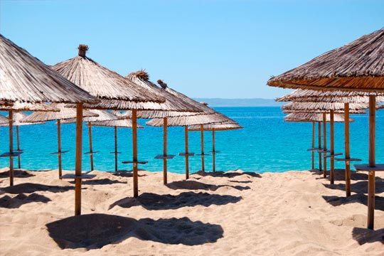 Difruta en la Costa Blanca tanto de sus playas de aguas tranquilas y arenas suaves con un clima privilegiado como de sus estupendas montañas y aprovecha al máximo tus vacaciones.