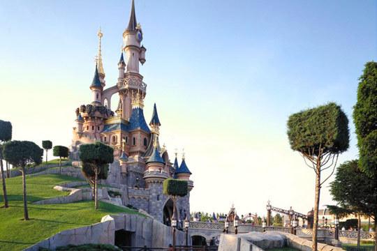 El 12 de abril pon rumbo a Disneyland© + París con 3 noches en hotel y entradas al parque ¡viaje en autocar!