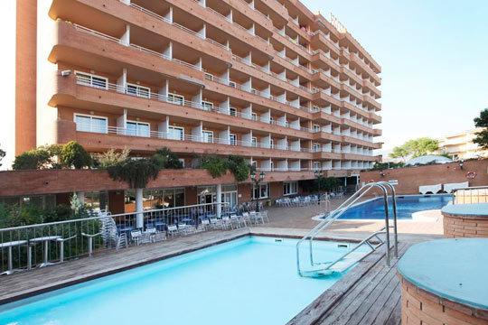 Disfruta de las tranquilas playas del Mediterráneo con 7 noches de alojamiento en régimen de pensión completa en el Hotel Prestige Sant Marc ¡Para 2 adultos y 1 niño!