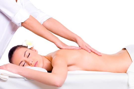 Acércate al centro de Belleza Mar y relájate con un masaje de espalda de 25 minutos ¡Te sentirás como nueva!