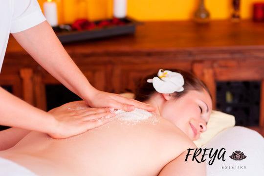 Cuida tu piel en Freya Estetika con una sesión de peeling corporal e hidratación con aceites vegetales y esenciales ¡De cuerpo entero!