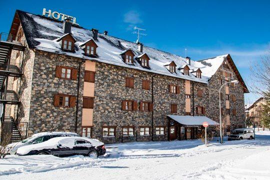Empieza el año nuevo con buen pie esquiando en Boi Taull, famosa localidad de Lleida ¡ 3 noches en régimen de media pensión o alojamiento y desayuno + 3 días de forfait!