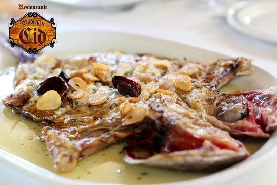Degusta un exquisto menú de 5 platos con postre y bebida en Bodegón Cid