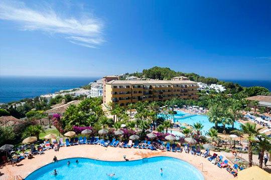 Disfruta de la semana de Pascua en Almuñécar con 7 noches en un fantástico hotel de 4* en régimen de media pensión ¡Para 2 adultos y 2 niños!