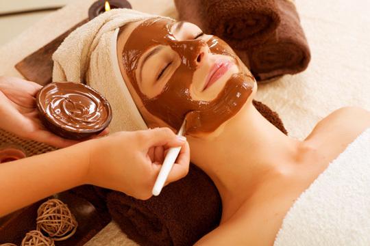 Mejora el aspecto de tu piel con un tratamiento facial con alta cosmética, chocolaterapia y velo de colágeno en Centro de Medicina Integral